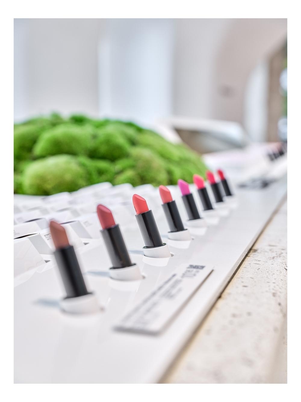 Detalle de las nuevas barras de labios en tienda de Zara Beauty.