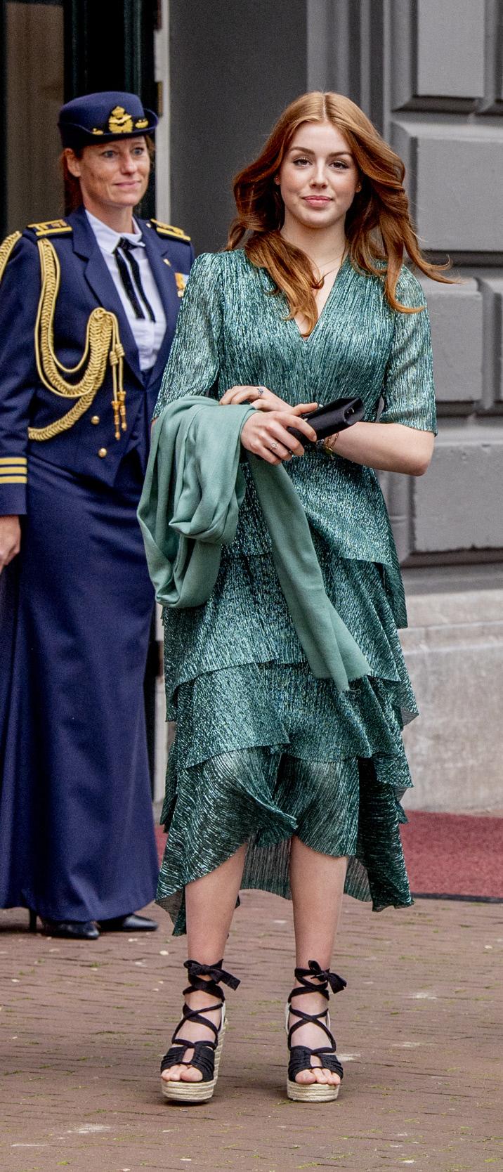 Alexia de Holanda  con vestido de Maje.