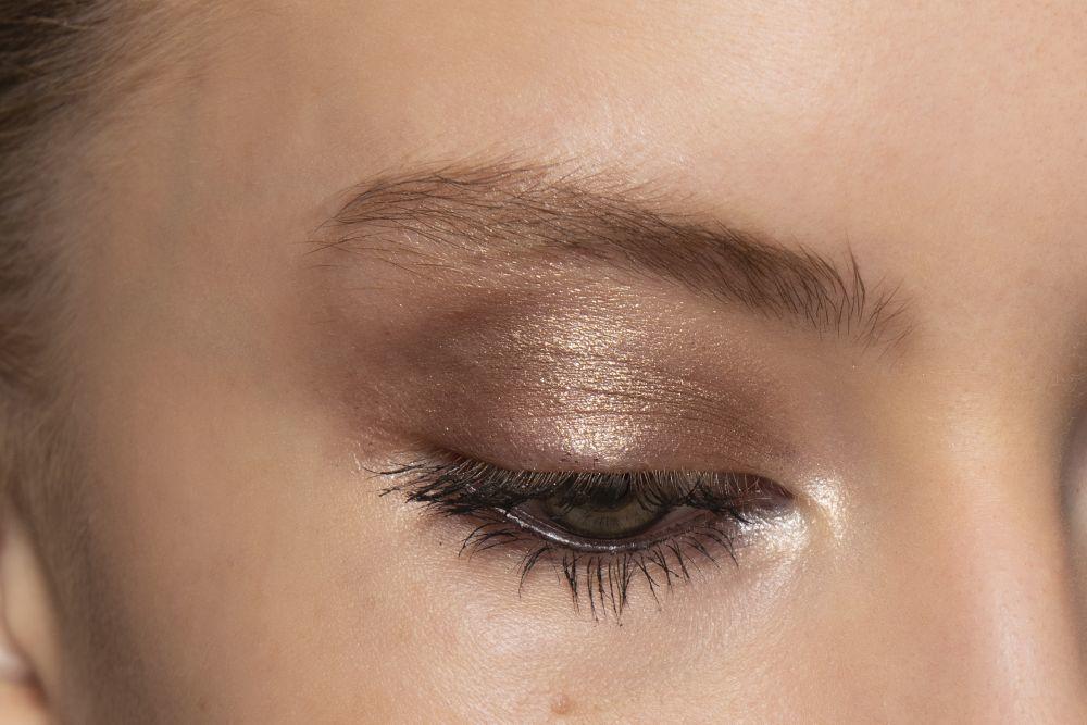 Hacemos un repaso del maquillaje de ojos que viene para que te atrevas a llevarlo esta temporada con el mejor shopping de básicos de maquillaje para conseguirlos.
