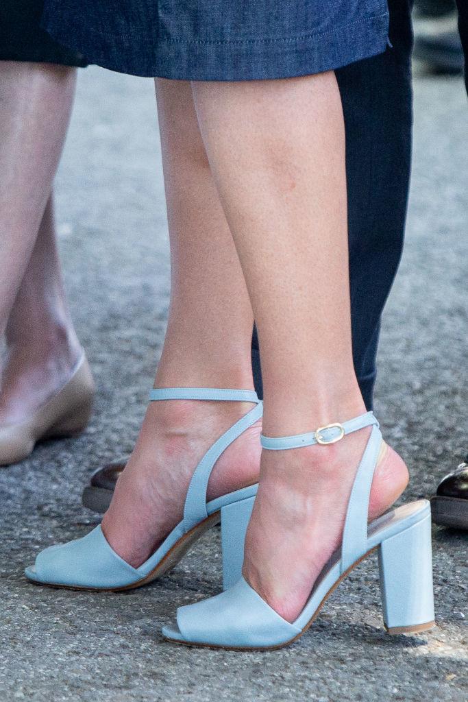 Sandalias azules.