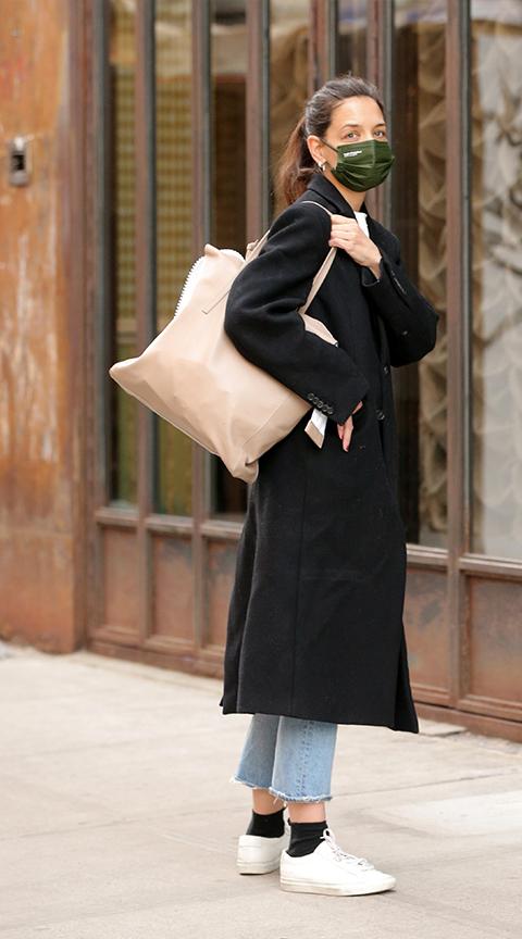 Katie Holmes con pantalón tobillero.