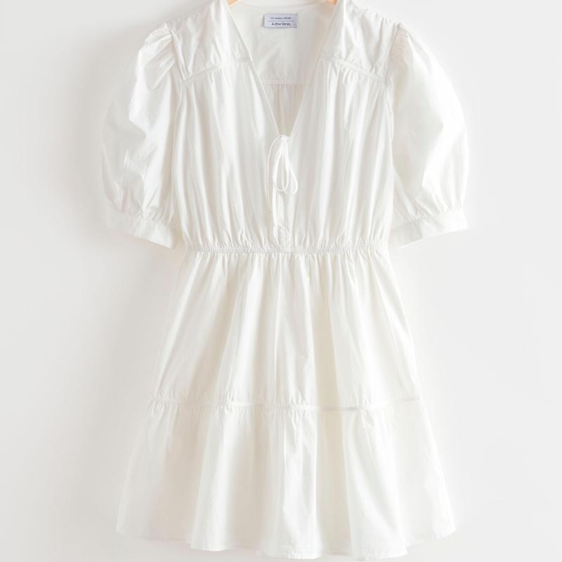 Mini vestido blanco con mangas abullonadas
