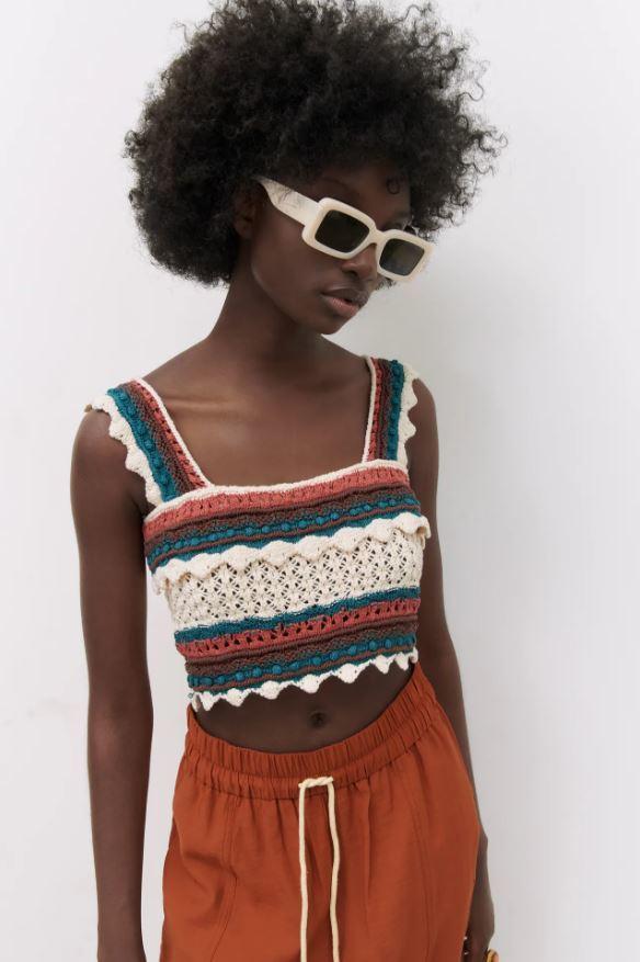 Top de crochet con escote recto de Zara