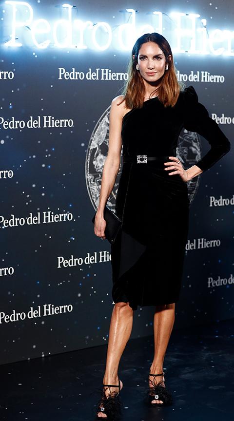 Eugenia Silva con vestido tipo cóctel.
