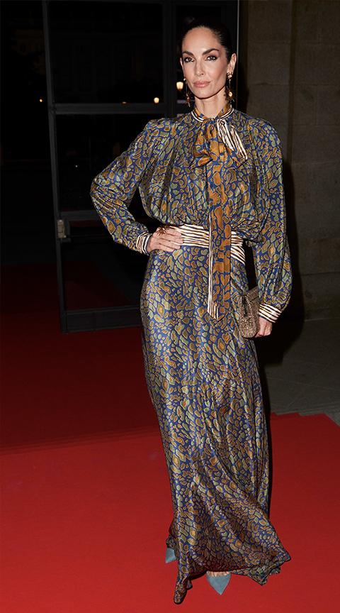 Eugenia Silva con vestido largo de fiesta.