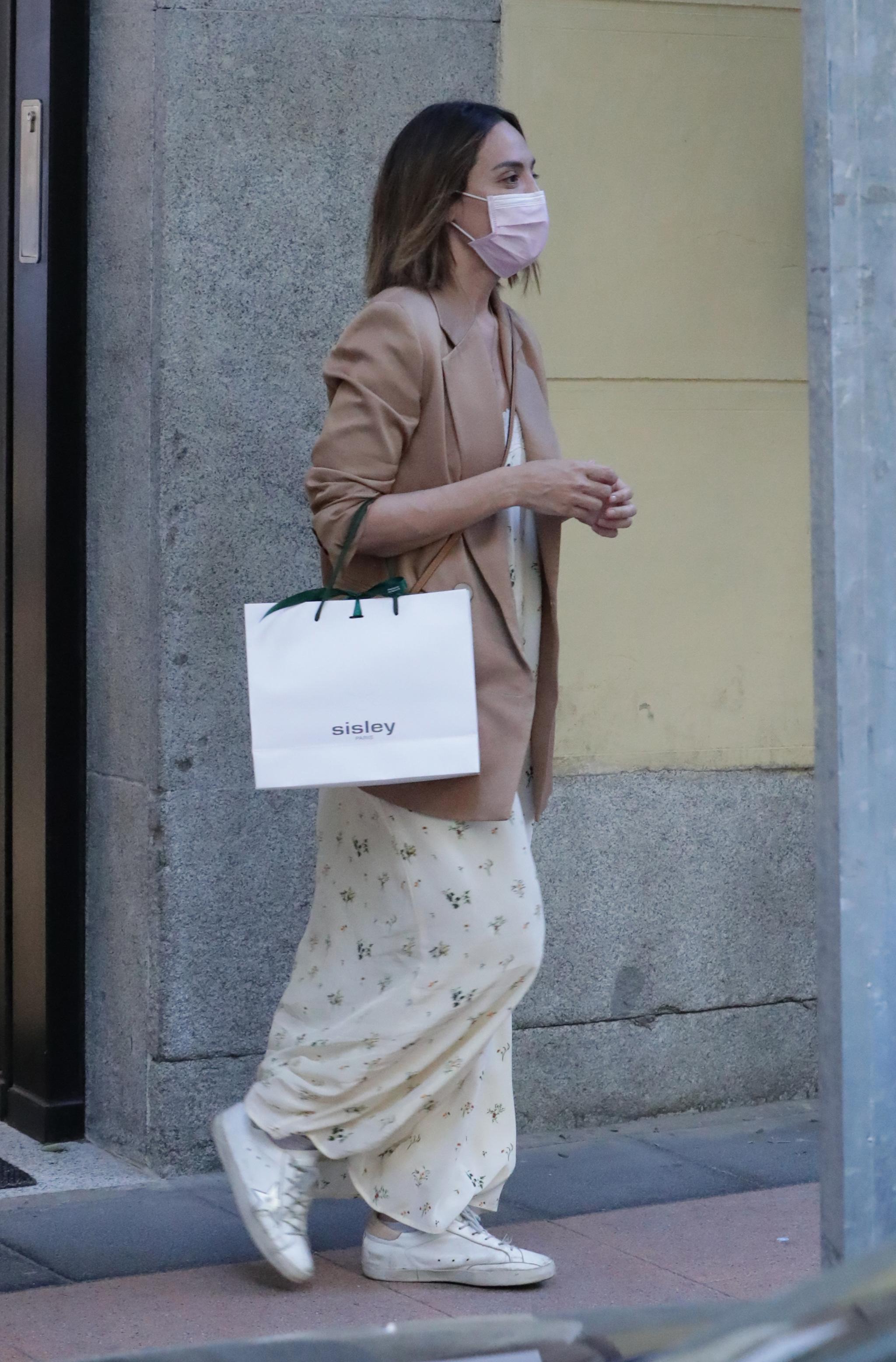 Tamara Falcó por las calles de Madrid.
