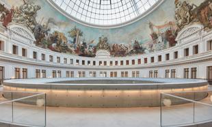 La cúpula de la Bolsa de Comercio de París tras la renovación por...