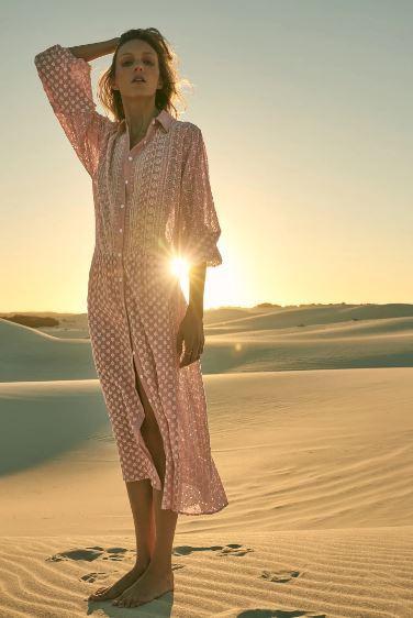 Vestido midi bordados de Zara