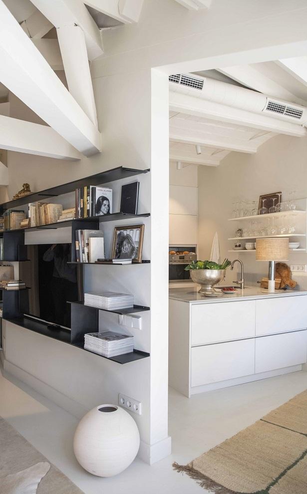 Al ampliar la librería, se diferenciaron salón y cocina.