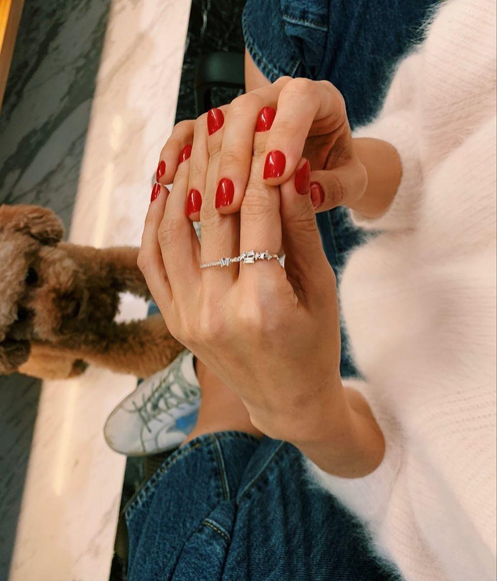 Tamara Falcó es fiel al rojo (con permiso del nude) para sus uñas siempre arregladas y perfectas para cualquier look.