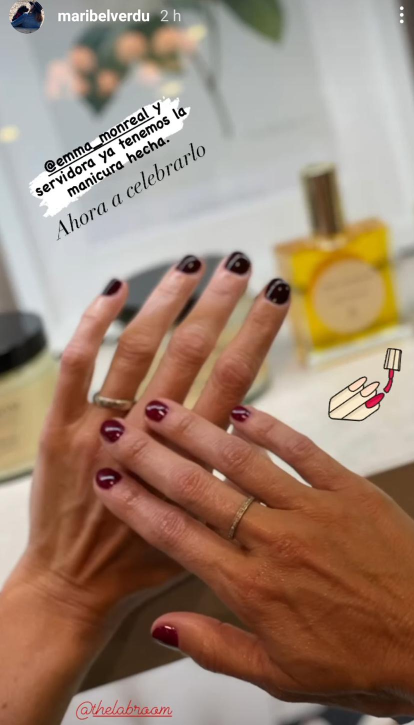 Maribel Verdú es fiel a los tonos burdeos en todas sus versiones para sus uñas y también en verano.
