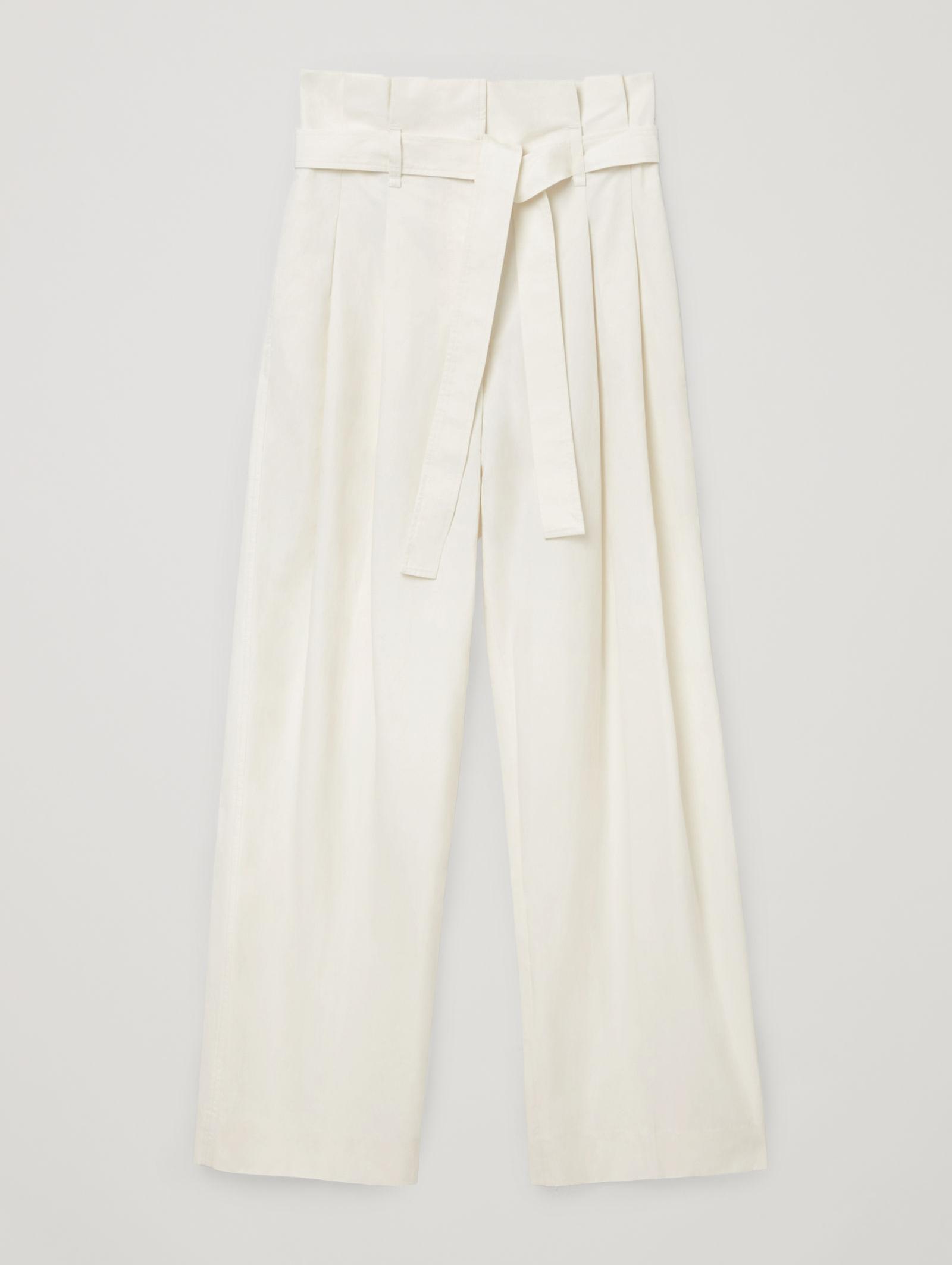 Pantalón estilo paper bag de COS.