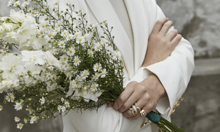 Hay muchos tipos de alianzas de boda y puedes escoger la que más te...
