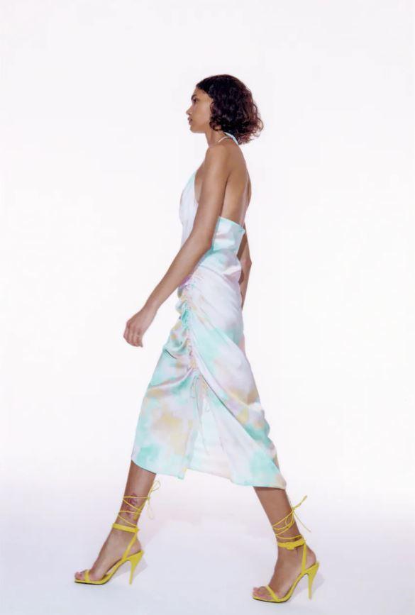 Vestido lencero tie dye de Zara