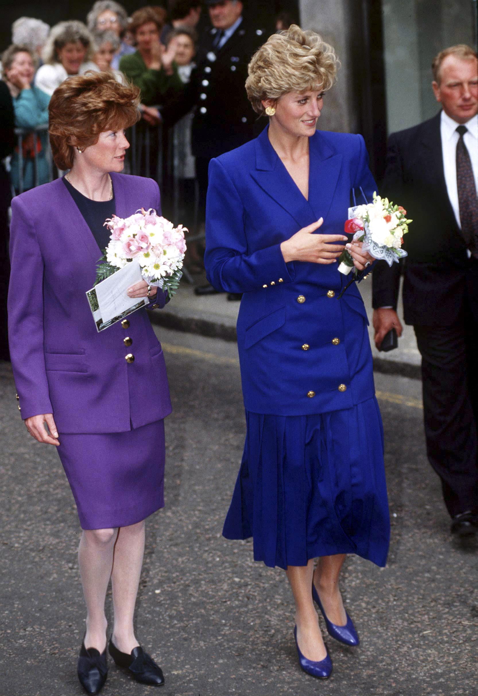 Lady Di con su hermana Sarah, en Nottingham en 1992.