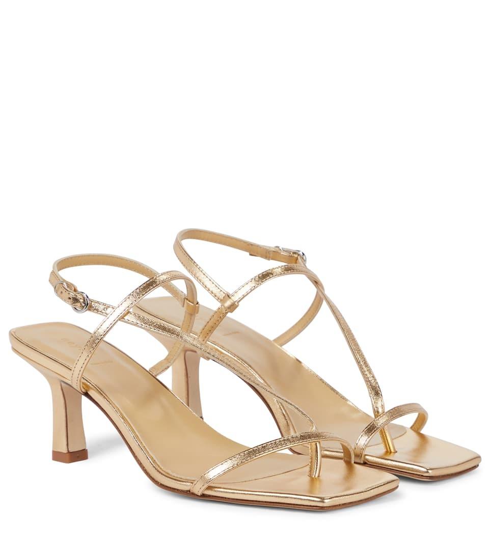 Sandalias doradas, Aeydé.