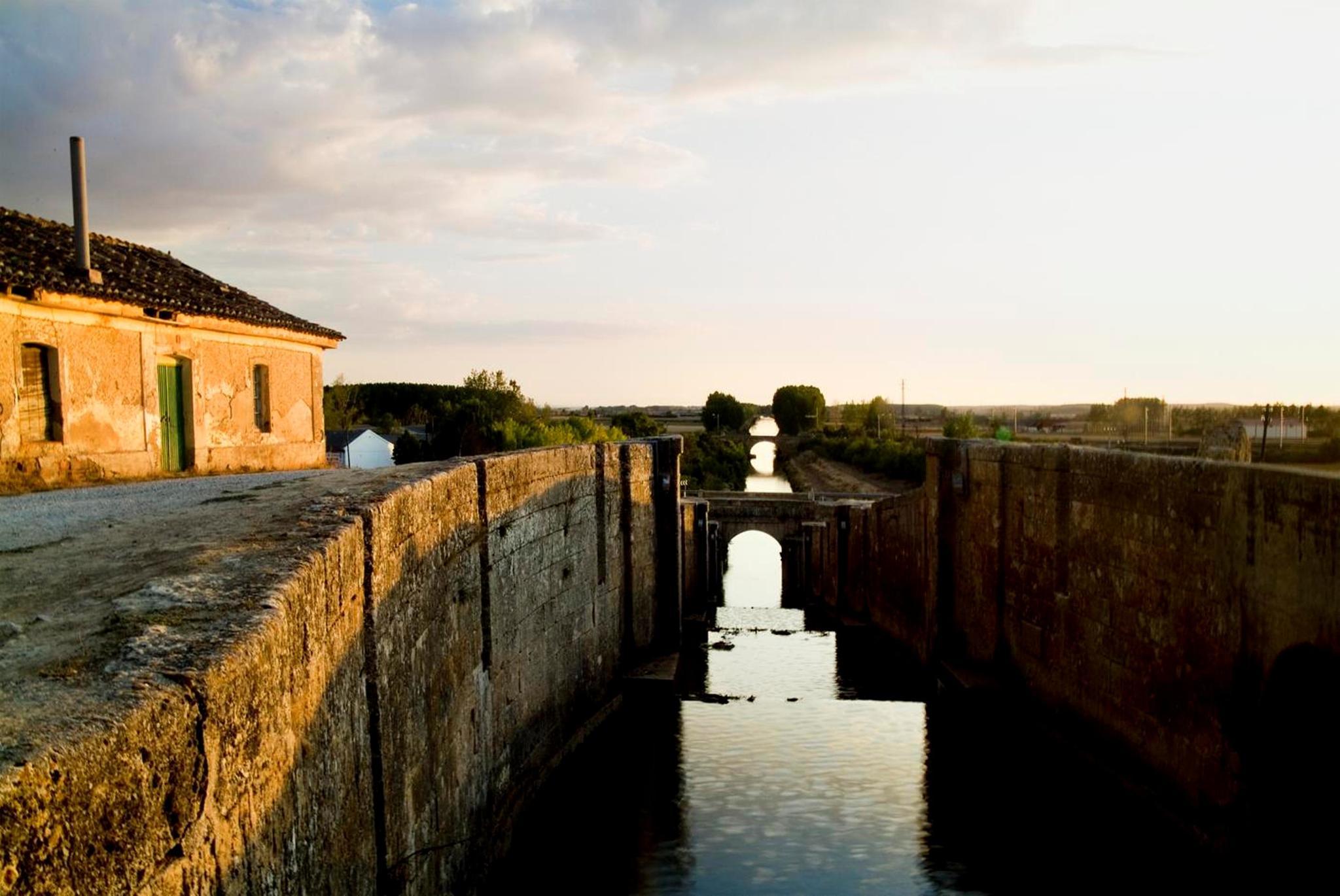 Las esclusas del Canal de Castilla a su paso por Frómista.