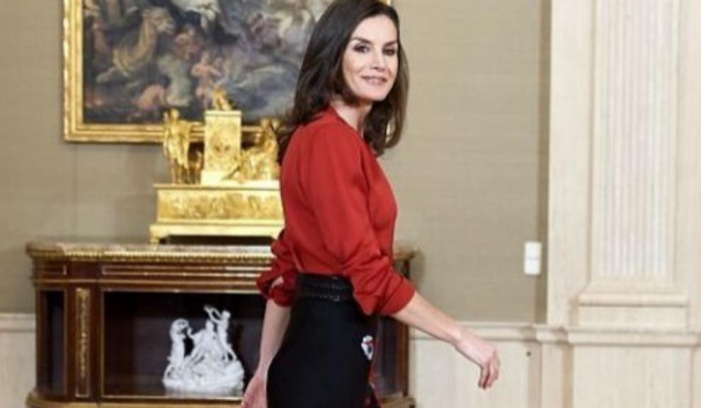 La reina Letizia y la falda midi