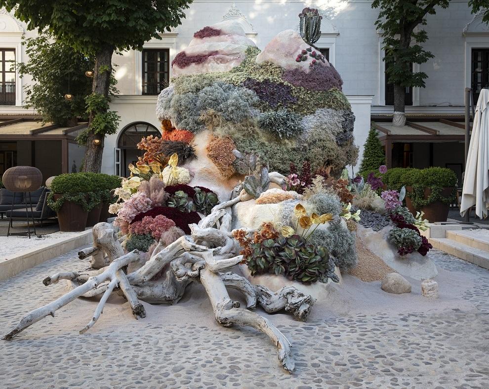 Instalación floral de Isabel Marías.