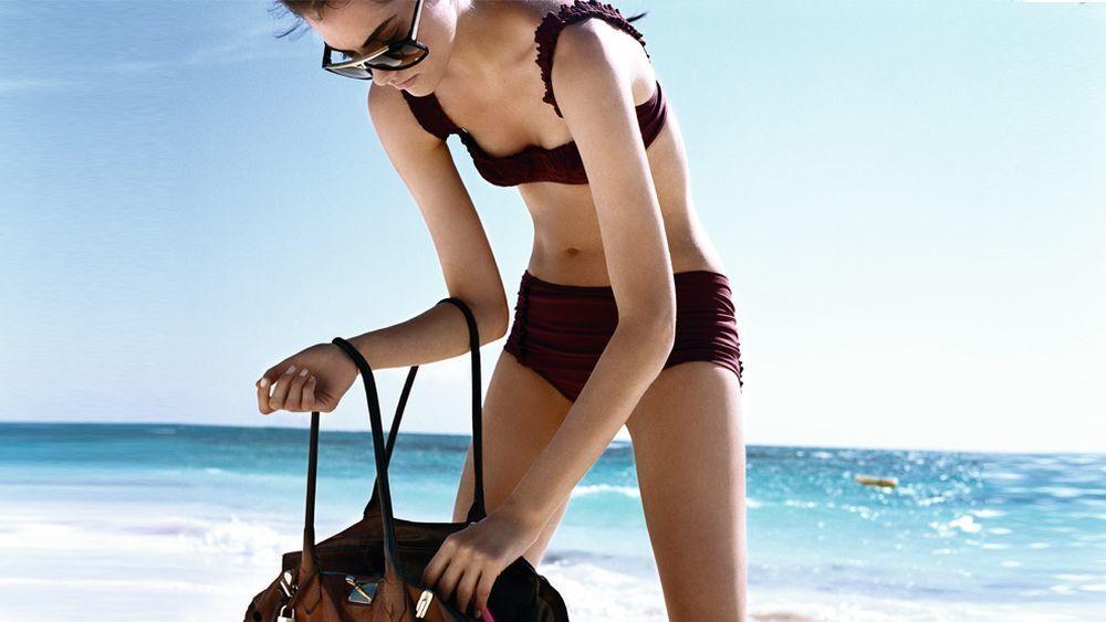 Nada como aplicar varias veces al día el protector solar fácil de llevar a todas partes, que no pese y sea de una textura agradable, cómodo de aplicar y rápido de absorber por tu piel.