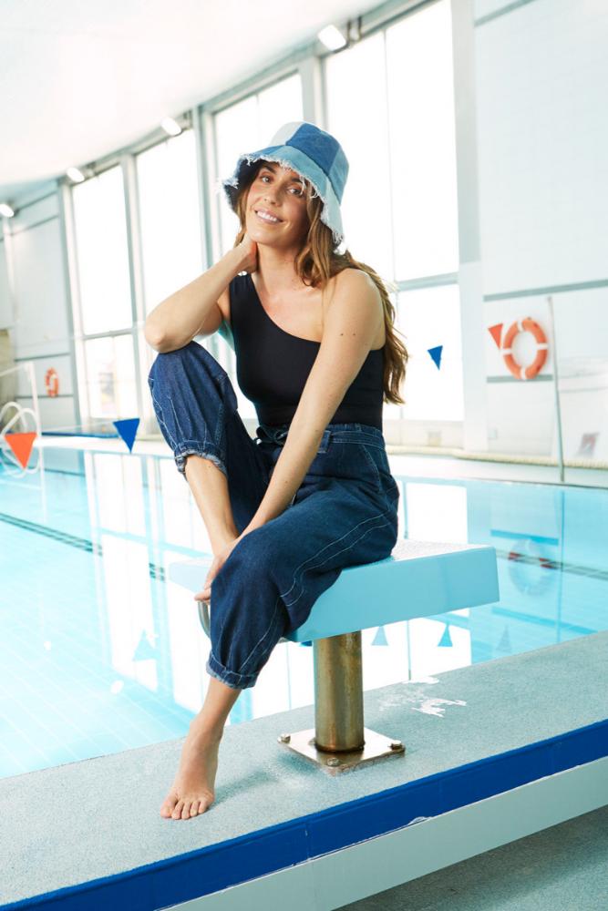 Ona Carbonell con traje de baño de Eres, pantalón de Polo Ralph...