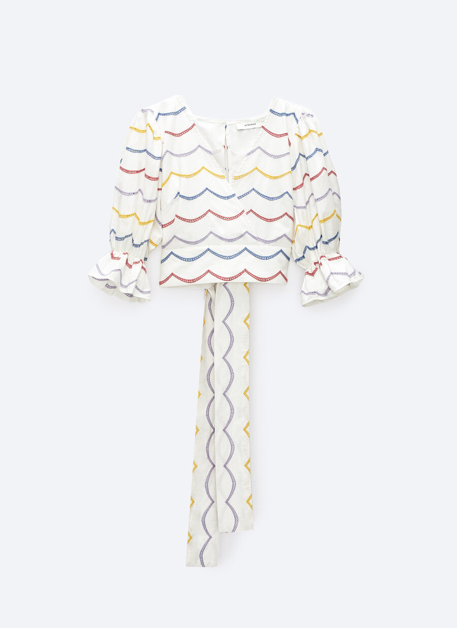 Camisa con mangas abullonadas, de Uterqüe.