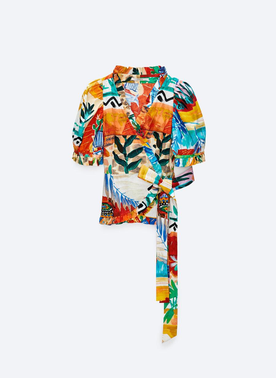 Camisa con estampado tropical de Uterqüe.