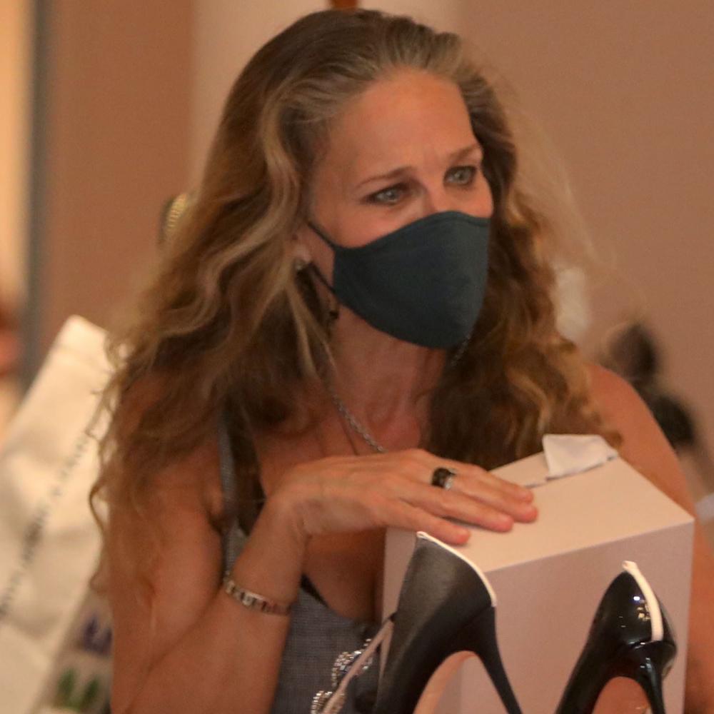 Sarah Jessica Parker luciendo canas hace apenas unos días en Nueva York.