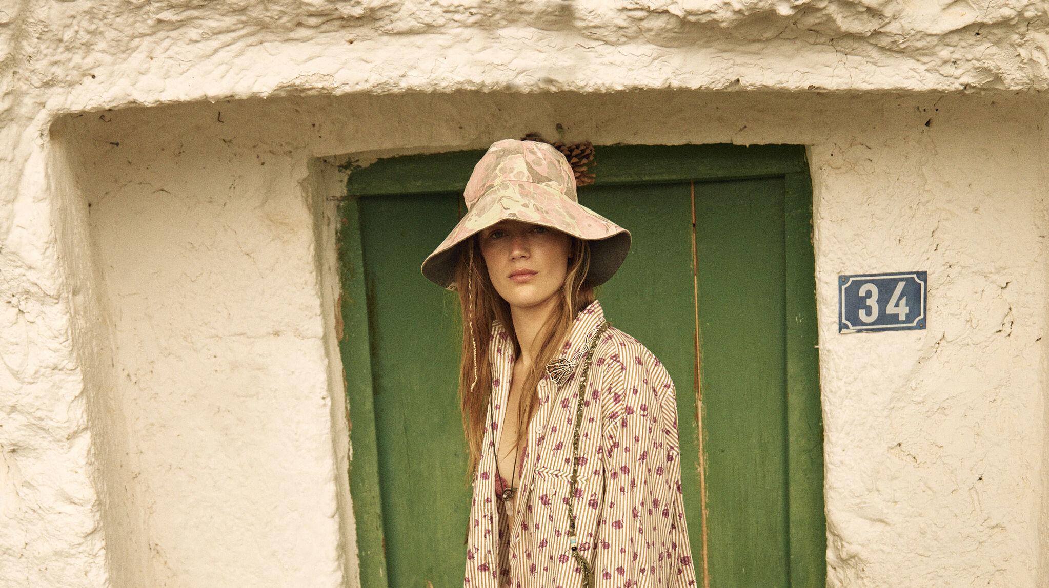 Desde hace varias temporadas los sombreros se han convertido en el accesorio de moda imprescindible de nuestro armario de verano.