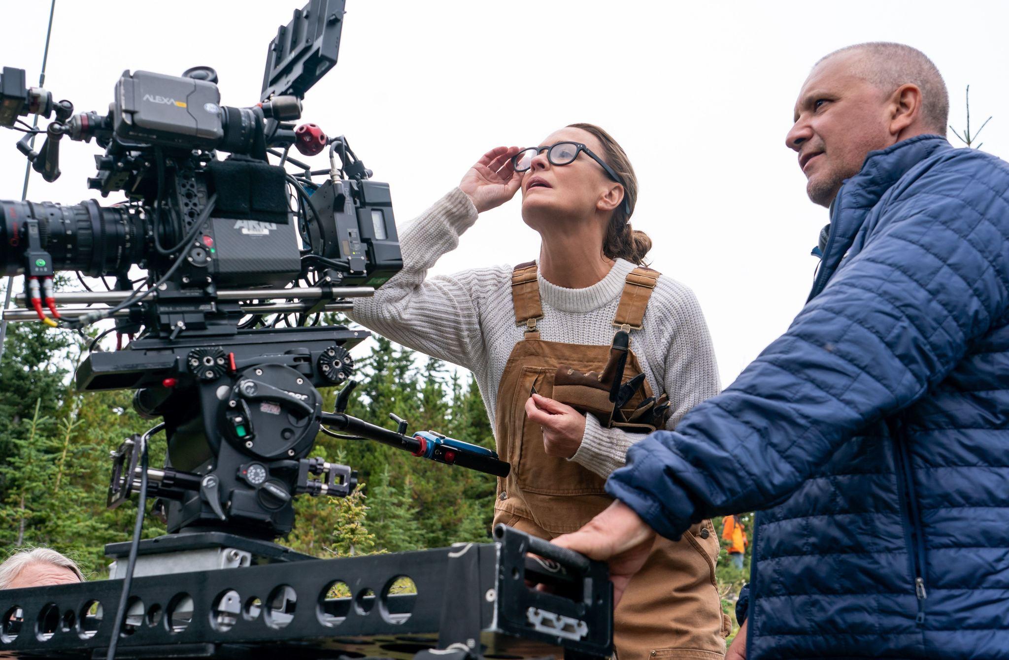 """""""En un lugar salvaje"""" es el primer largometraje que dirige Robin Wright, que ya había desarrollado labores de dirección en la serie que también protagoniza """"House of Cards""""."""