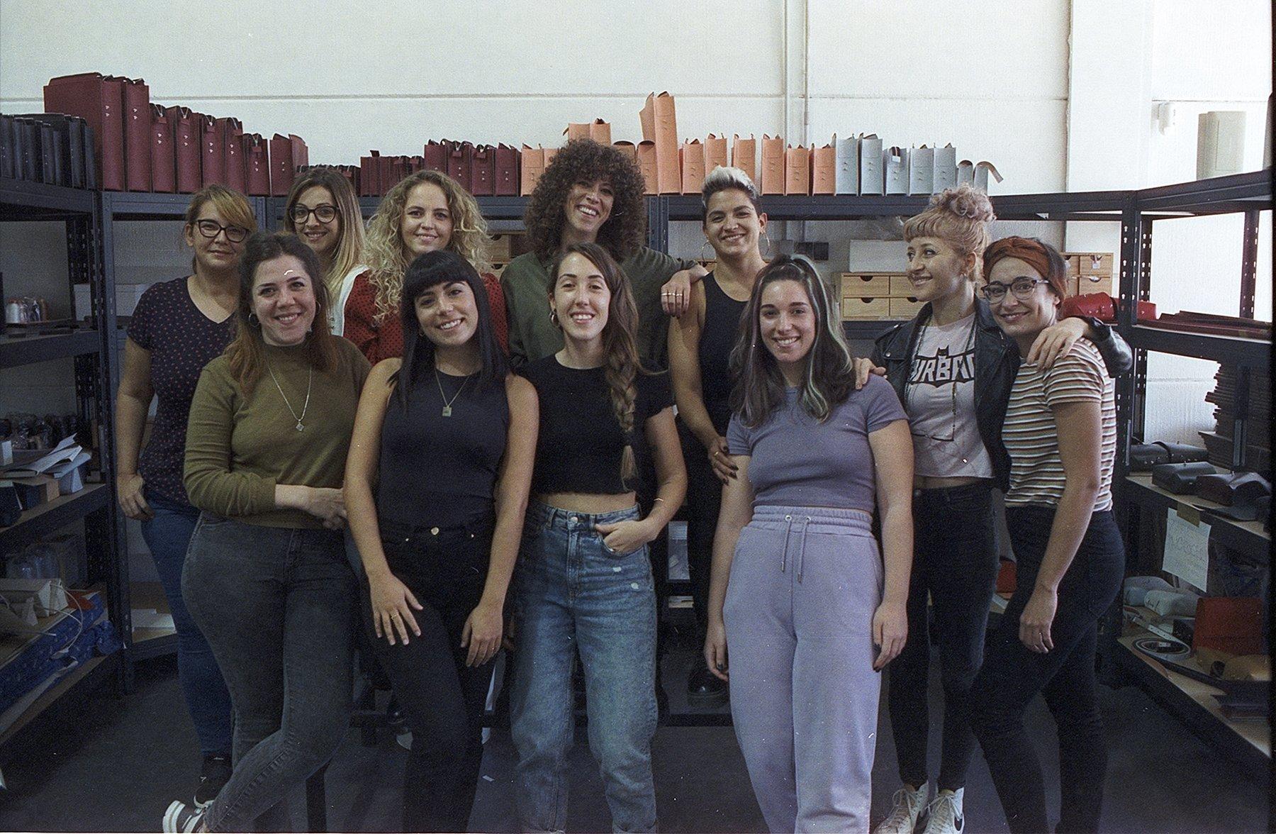 El equipazo de Labienhecha en su taller de Malaga.