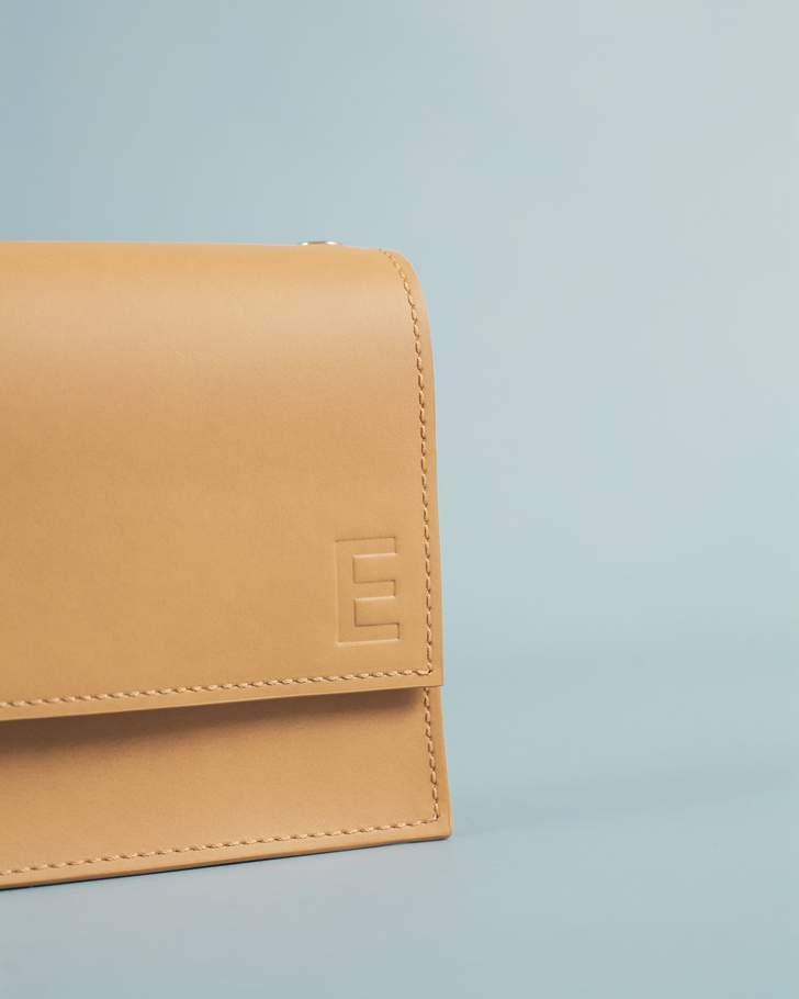 Puedes personalizar con tu inicial los bolsos de Labienhecha.