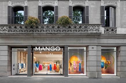 La tienda de Mango en Paseo de Gracia (Barcelona) ha cambiado de imagen.