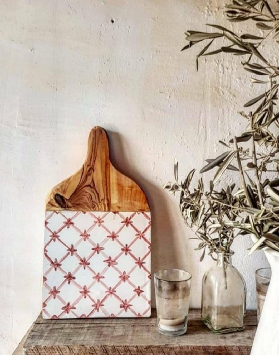 ¿Qué comprar en Con Alma? La esencia artesana de su empresa: la Tabla Mallorca, llena de bellas imperfecciones que la convierten en un objeto único. Foto: Con Alma.