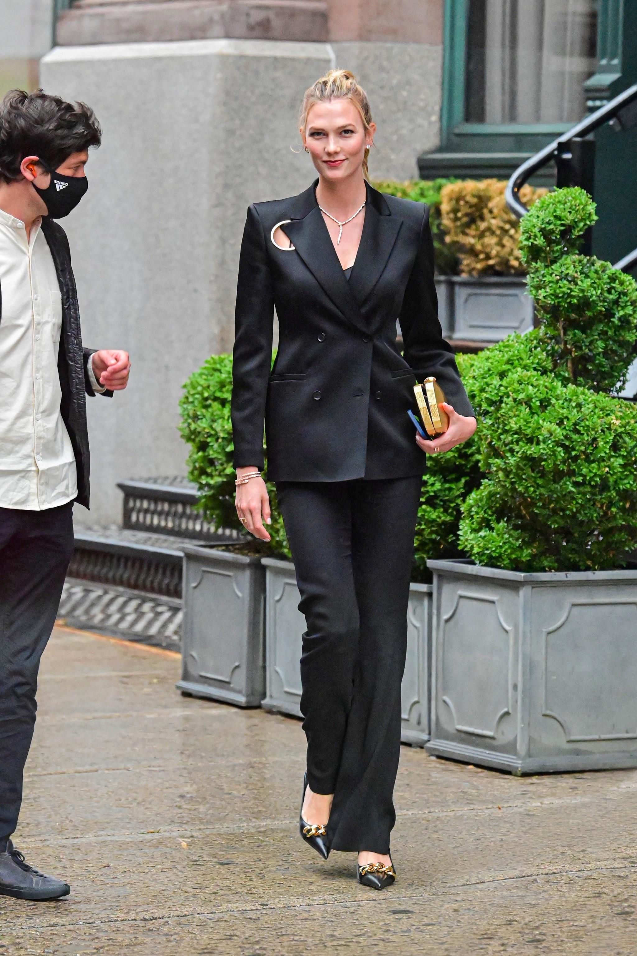 Karlie Kloss en las calles de Nueva York esta semana de junio de 2021.