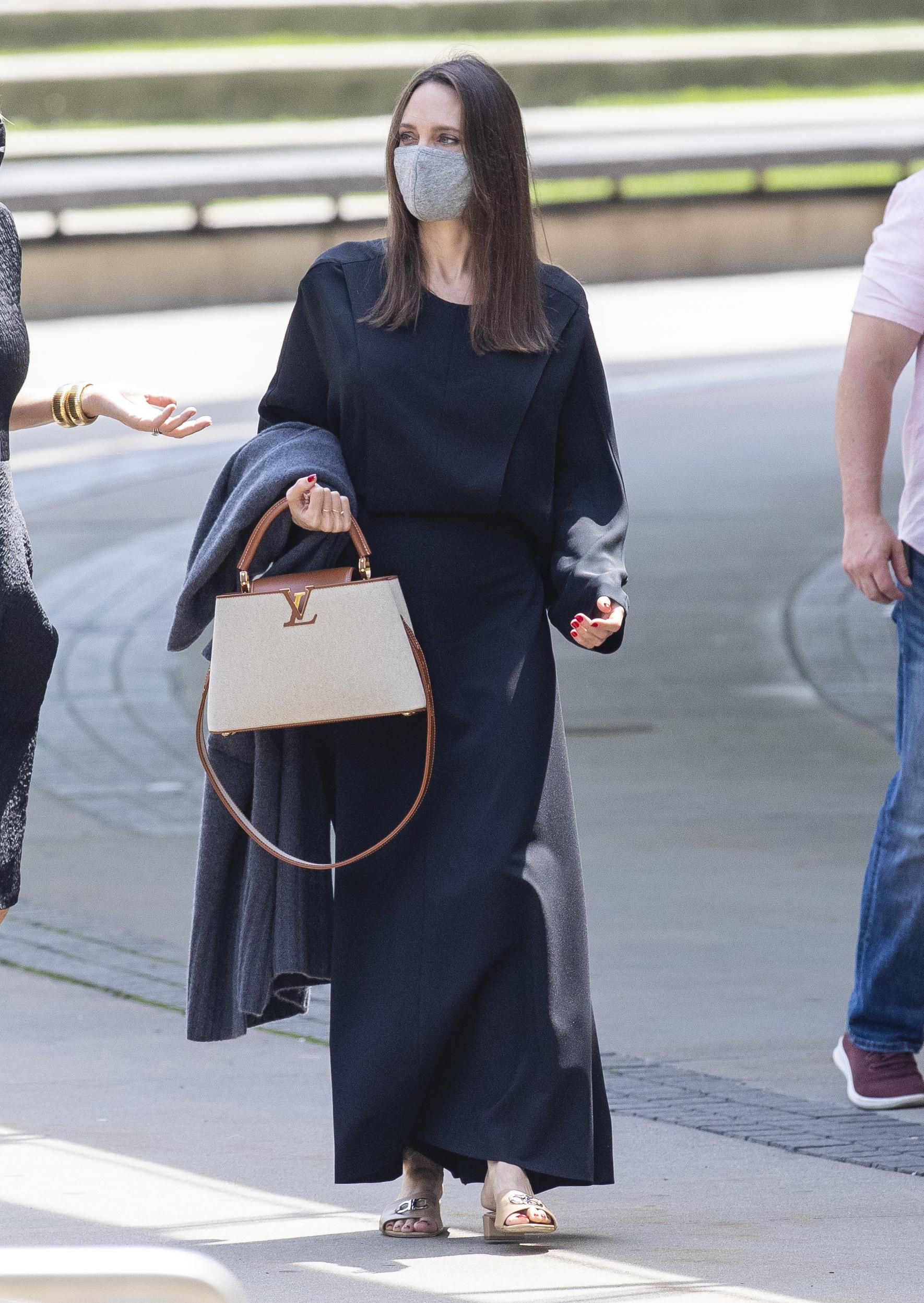 Angelina Jolie visitando el Museo Brooklyn de Nueva York.