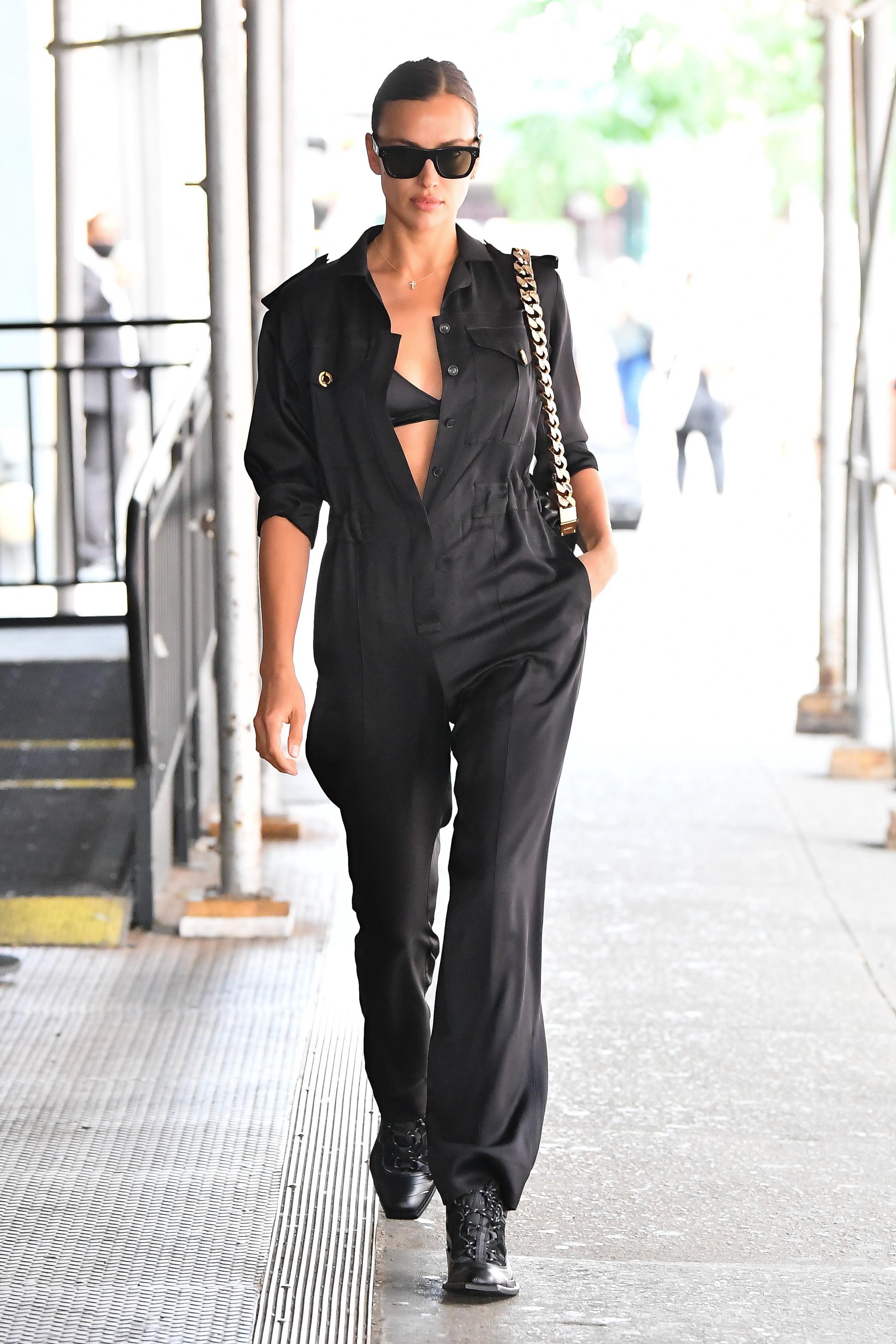 Irina Shayk en las calles de Nueva York el 10 de junio de 2021.