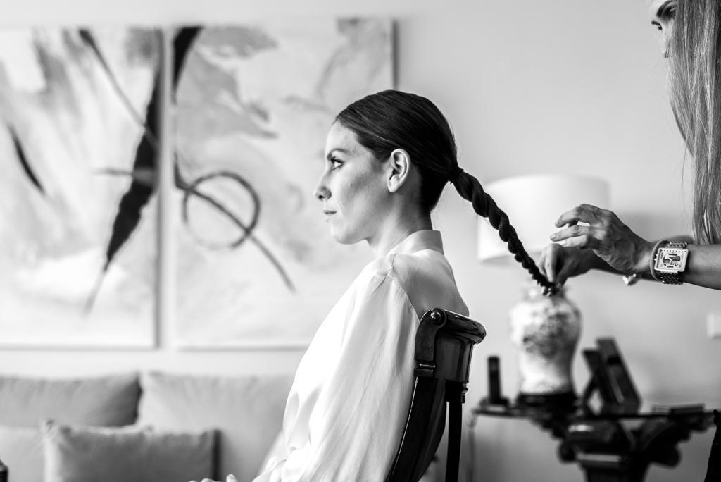 Patrizia Sánchez, hair stylist & make up artist, durante una prueba de novia