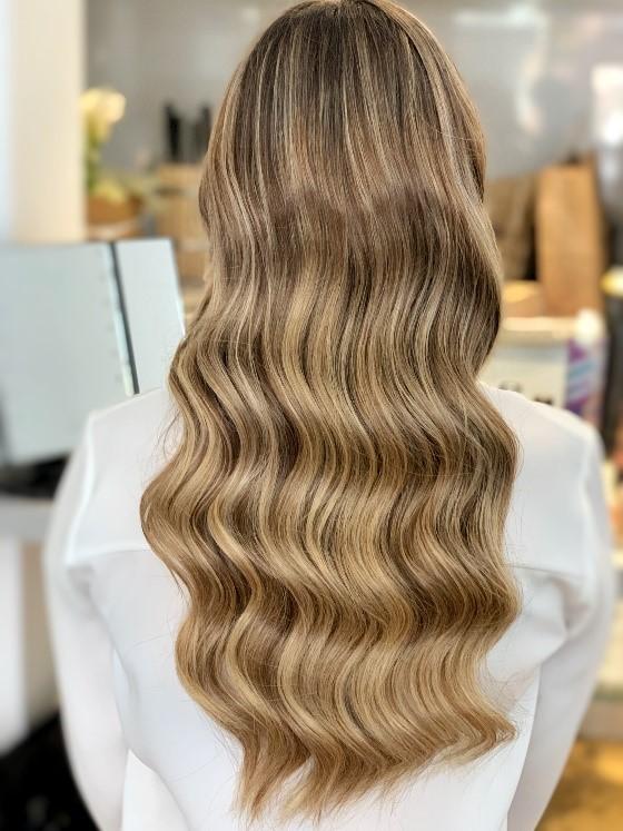 Las ondas naturales son un must para novias este año tanto para pelo corto como para pelo largo