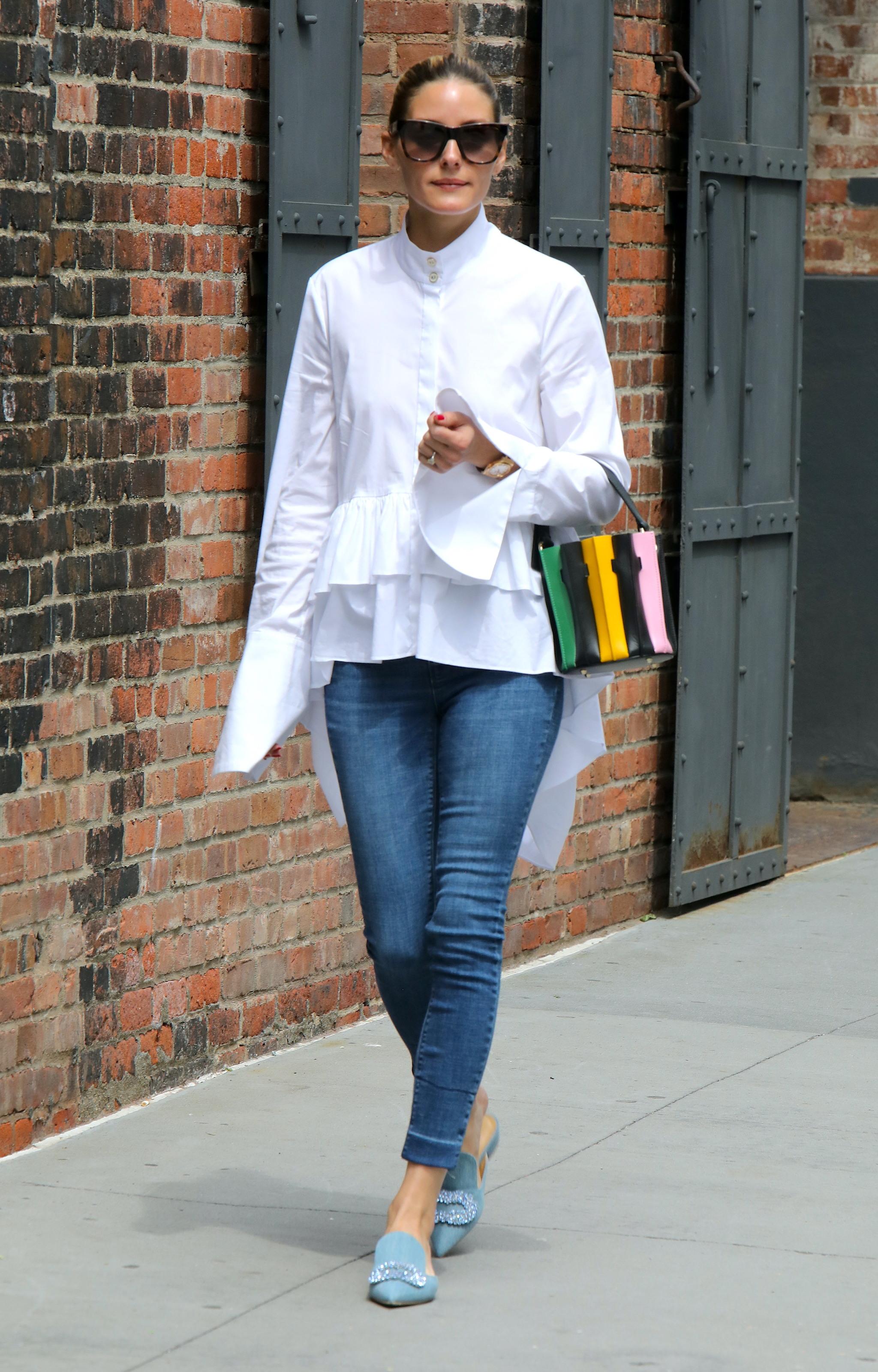 Olivia Palermo caminando por Nueva York