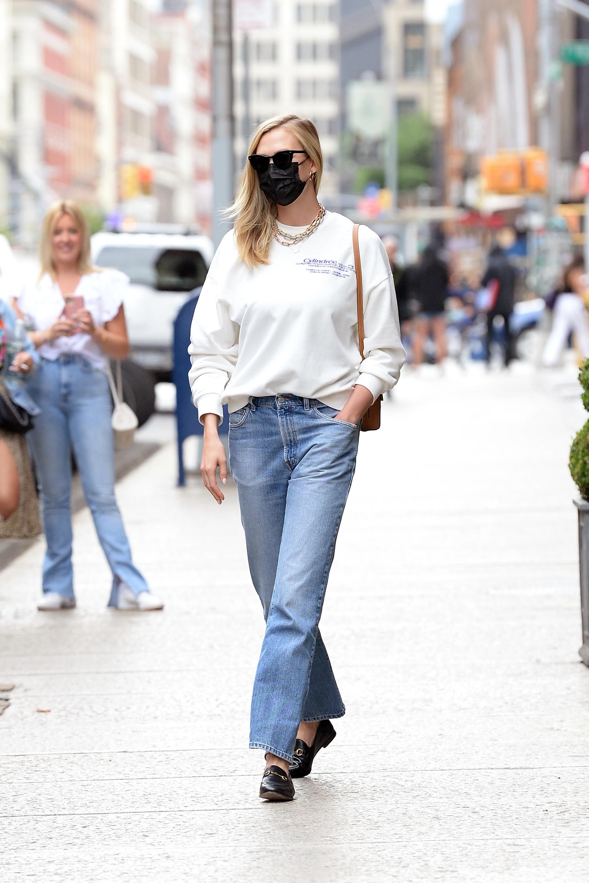 Modelo Karlie Kloss paseando por NY