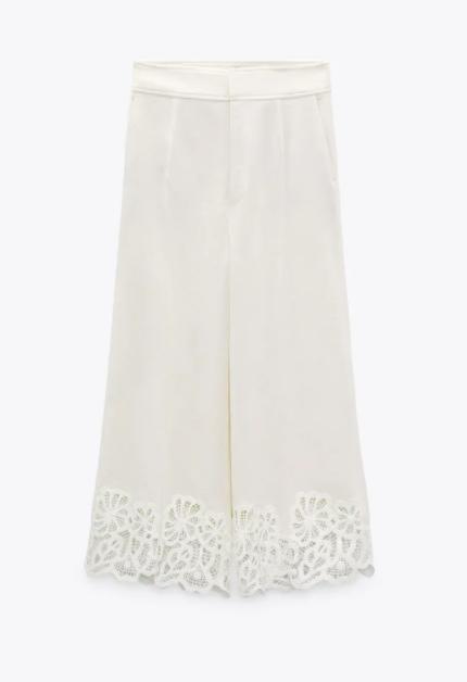 Pantalón blanco de Zara.