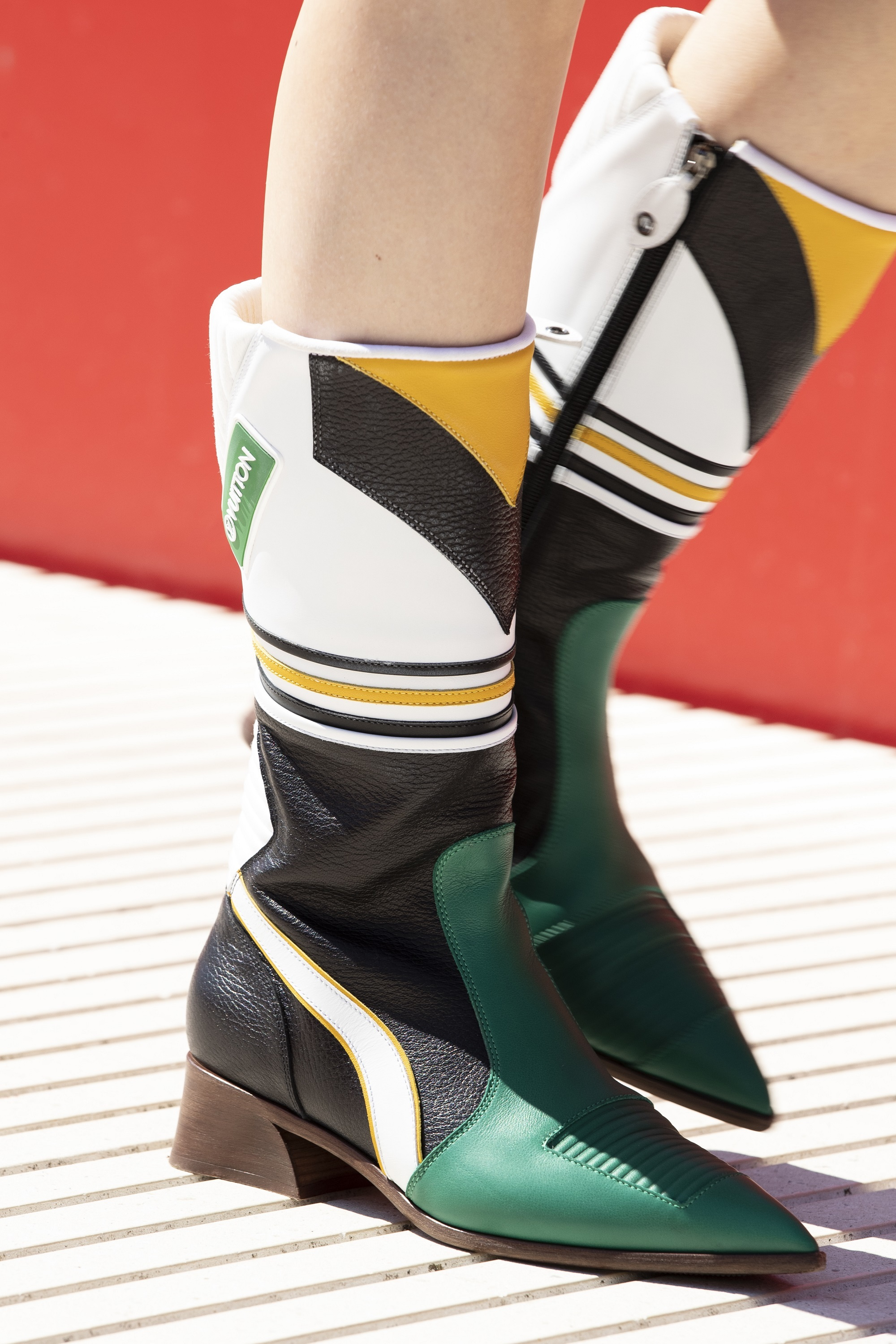 Una de las botas del desfile Crucero de Louis Vuitton 2022.