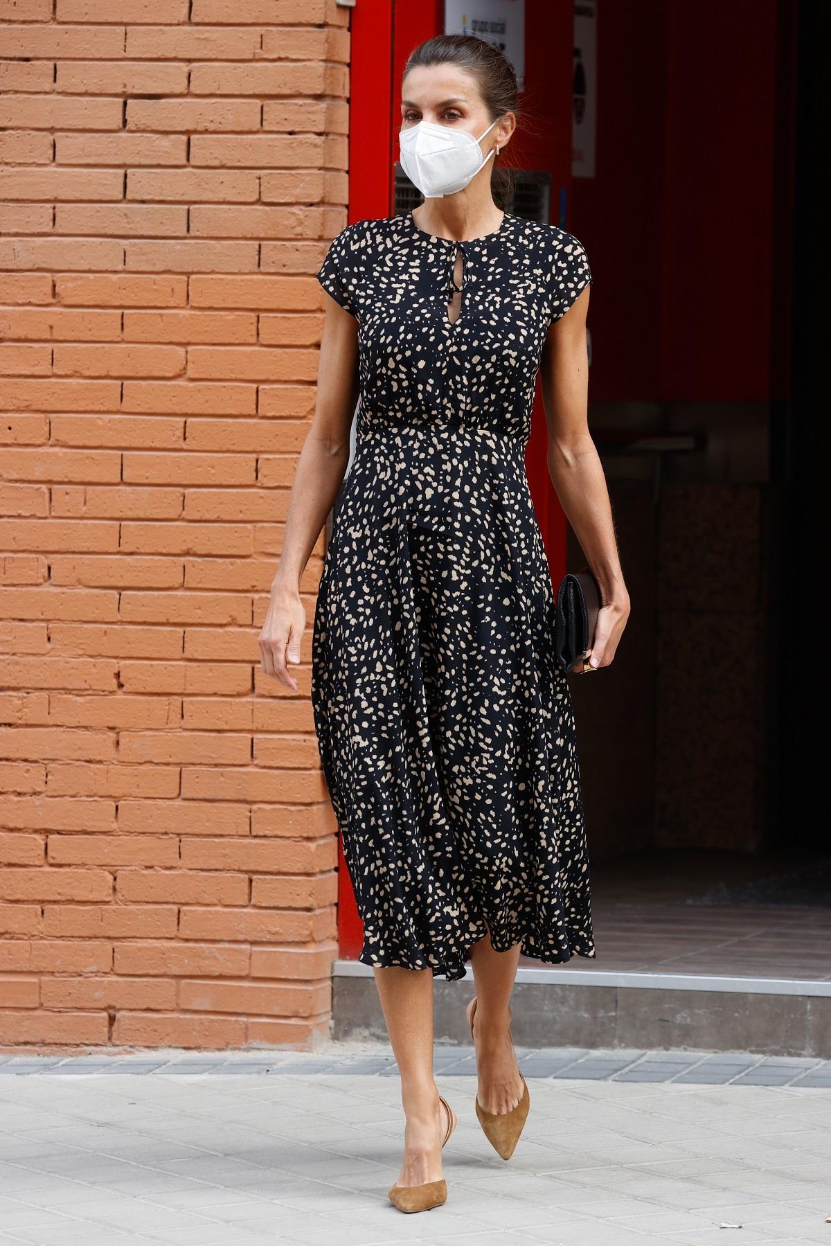 La reina Letizia con un vestido de Massimo Dutti.