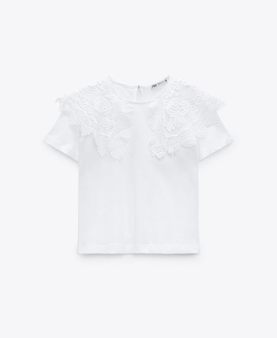 Camiseta cuello bobo con encaje de Zara