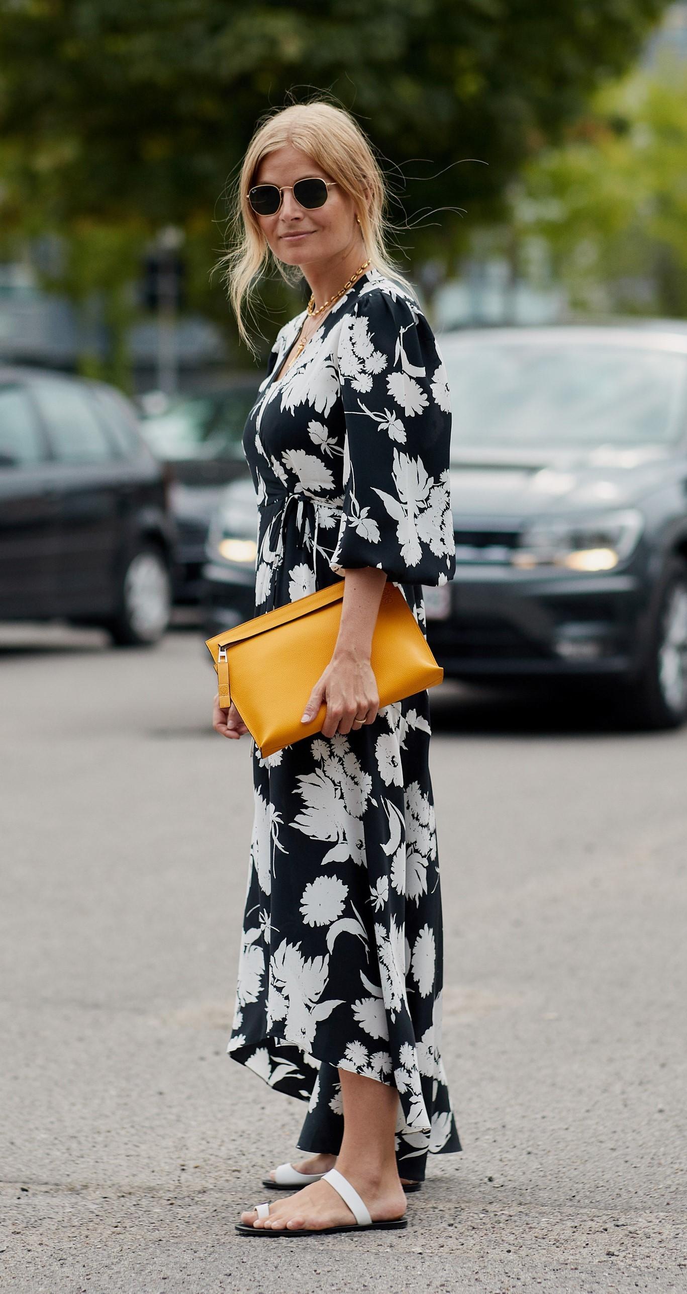 Vestido de flores bicolor.