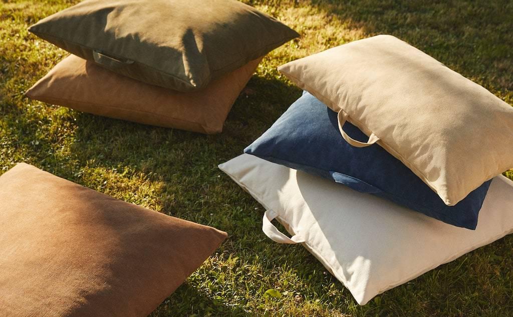 Ya montes en cine en tu terraza o en tu jardín, los cojines te brindan mucha versatilidad a la hora de acomodarte a ver la película.