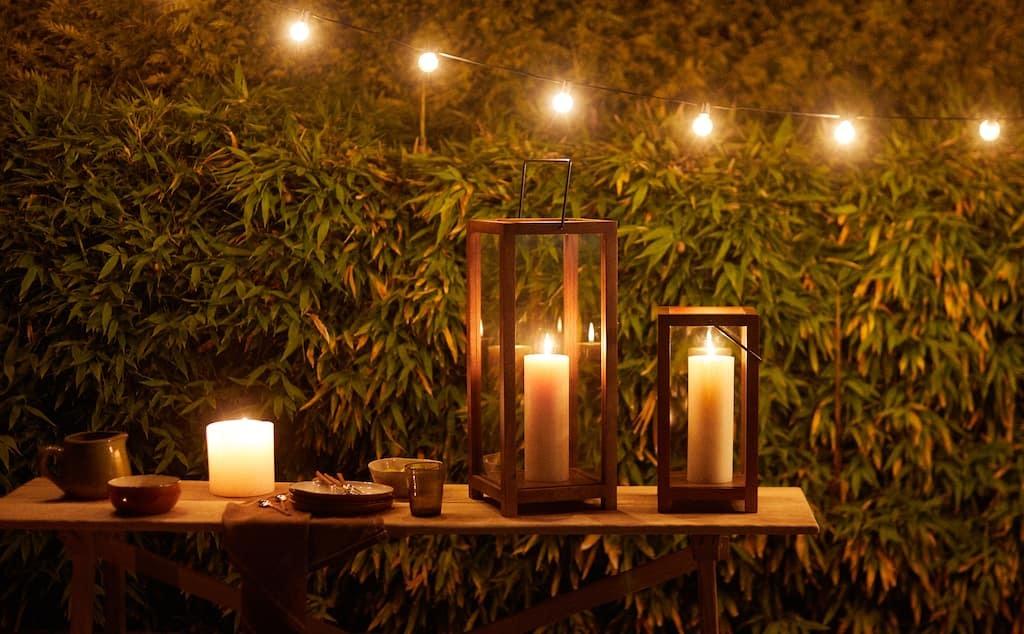 Las velas son siempre un plus en las veladas nocturnas. Aportan calidez y calma.