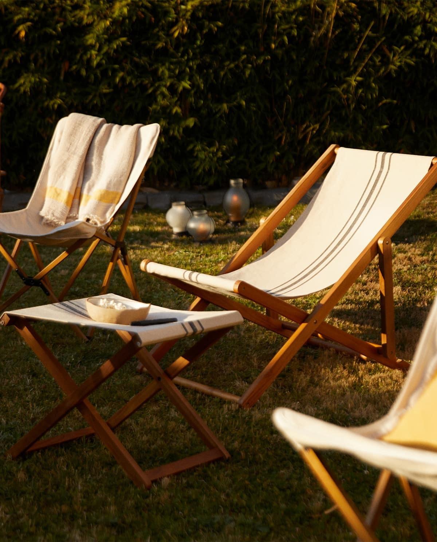 Para los que les gusta ver la película sentados, ten prevista hamacas o sillas de terraza. Prioriza la comodidad.