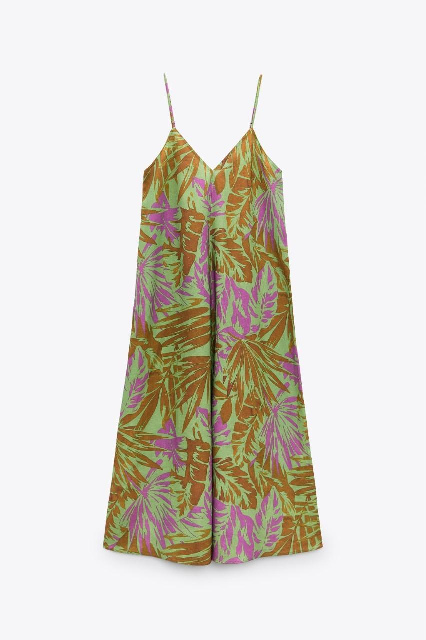 Vestido de lino de Zara.